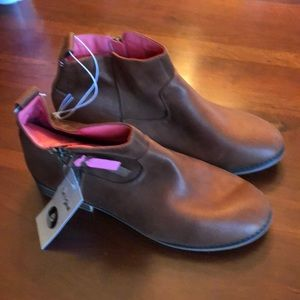 New leather bootie